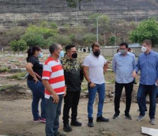 Campos Santos de Girardot se preparan para el Día de las Madres